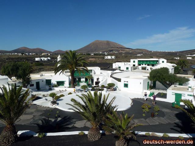 1280px-san_bartolome_-_la_casa_museo_del_campesino_-_panoramio1.jpg