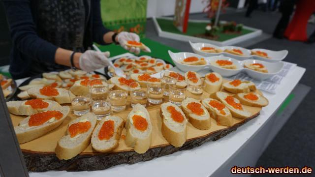 Rote Kaviar mit Brot und Wodka