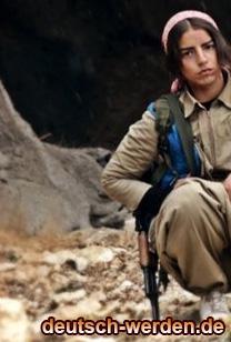 Als eine kurdische Guerilla mit Kalaschnikow